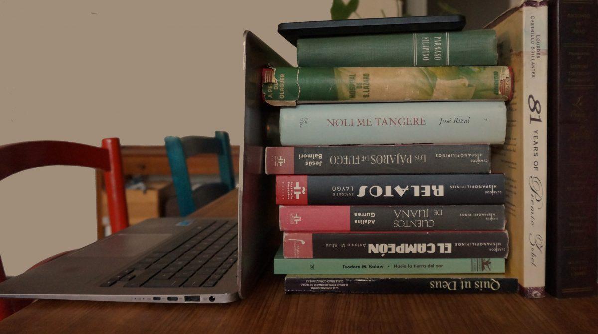 libros filipinos y ordenador